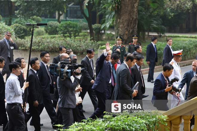 [ẢNH] Toàn cảnh lễ đón chính thức Tổng thống Mỹ Donald Trump tại Hà Nội - Ảnh 16.