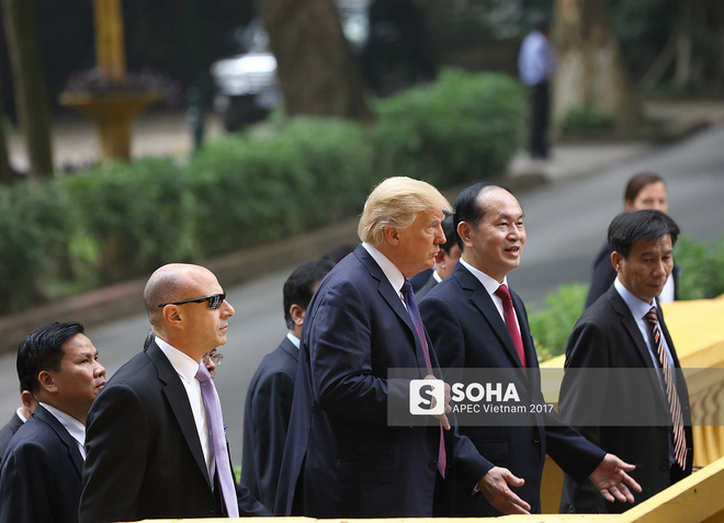 [ẢNH] Toàn cảnh lễ đón chính thức Tổng thống Mỹ Donald Trump tại Hà Nội - Ảnh 6.