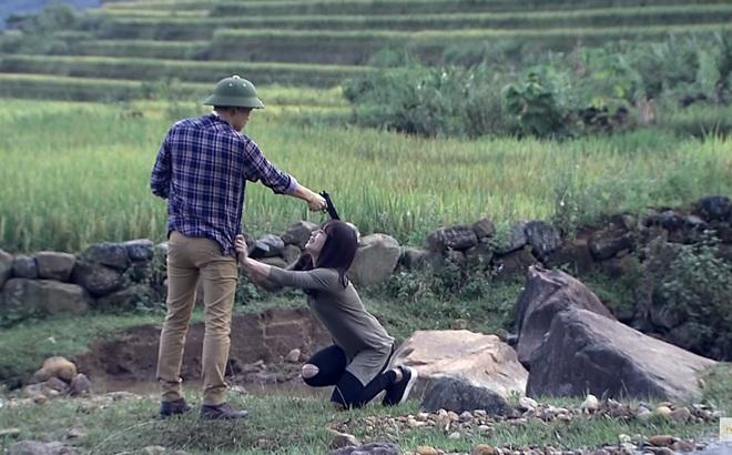 """""""Người phán xử"""" tập 41: Phan Hải bật khóc, dí súng xử bắn Hương Phố"""