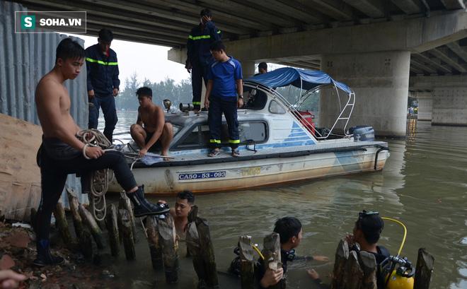 Người nhái lặn tìm bé trai 15 tuổi mất tích trên sông Ông Lớn