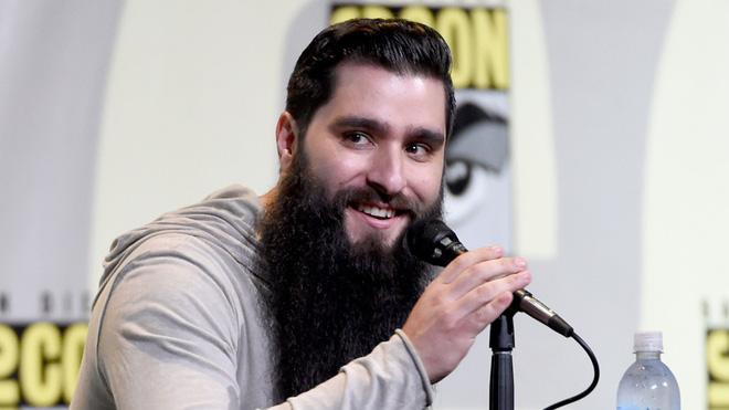 Khi không còn bộ râu rậm rạp, đạo diễn Kong đẹp trai thế này đây - Ảnh 1.