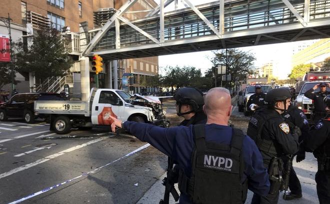 """New York: Khủng bố gần địa điểm vụ 11/9, 8 người thiệt mạng, thủ phạm hét """"Allahu Akbar"""""""
