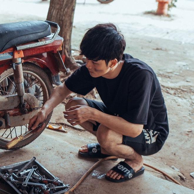 Sự thật về anh chàng sửa xe máy điển trai ở Đắk Lắk được dân mạng tìm kiếm - ảnh 1