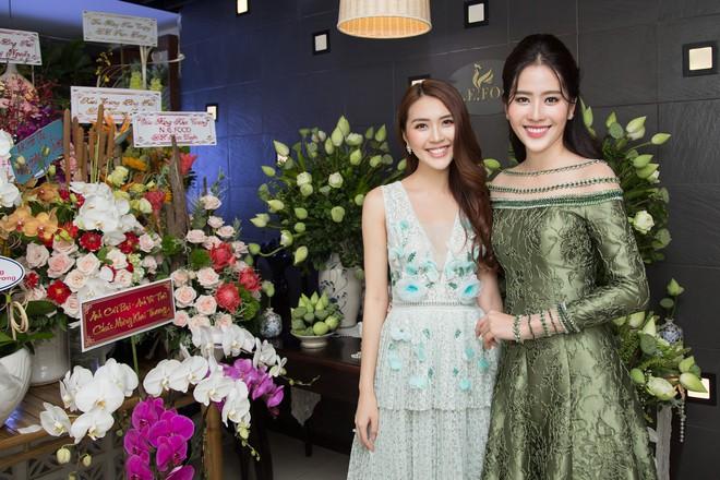 Hoa khôi Nam Em tươi tắn, đọ sắc cùng dàn hoa hậu xinh đẹp - Ảnh 8.
