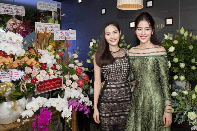 Hoa khôi Nam Em tươi tắn, đọ sắc cùng dàn hoa hậu xinh đẹp - Ảnh 9.