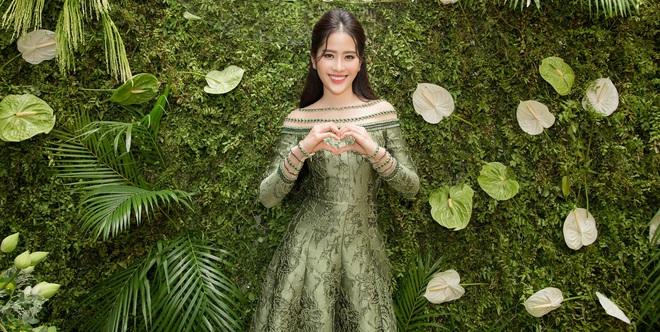 Hoa khôi Nam Em tươi tắn, đọ sắc cùng dàn hoa hậu xinh đẹp - Ảnh 2.