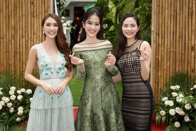 Hoa khôi Nam Em tươi tắn, đọ sắc cùng dàn hoa hậu xinh đẹp - Ảnh 7.
