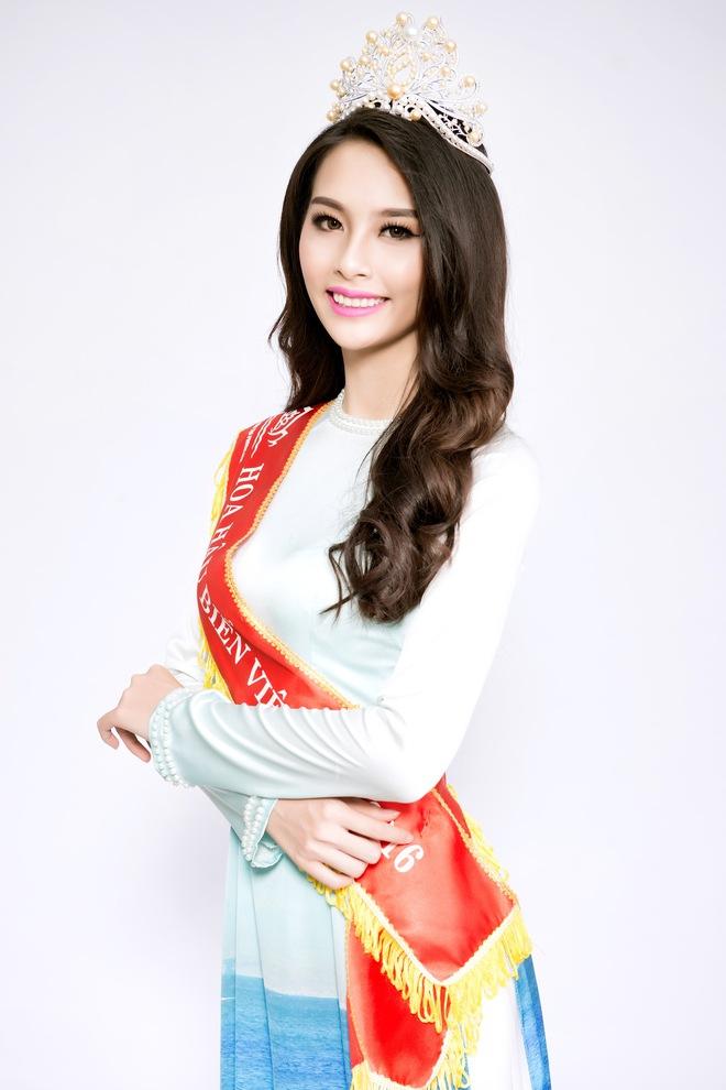 Hoa hậu Biển Thùy Trang: Để mẹ giúp xách đồ có gì sai? - Ảnh 2.