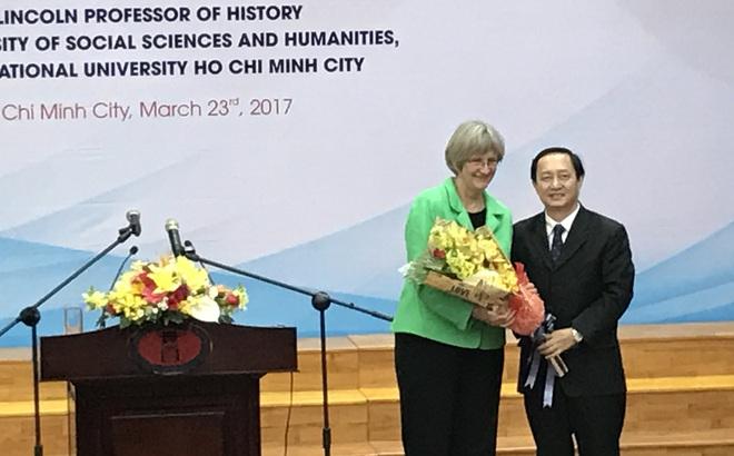 Hiệu trưởng ĐH Harvard: Việt Nam khiến thế hệ chúng tôi nghi ngờ giá trị nhân văn của nước Mỹ
