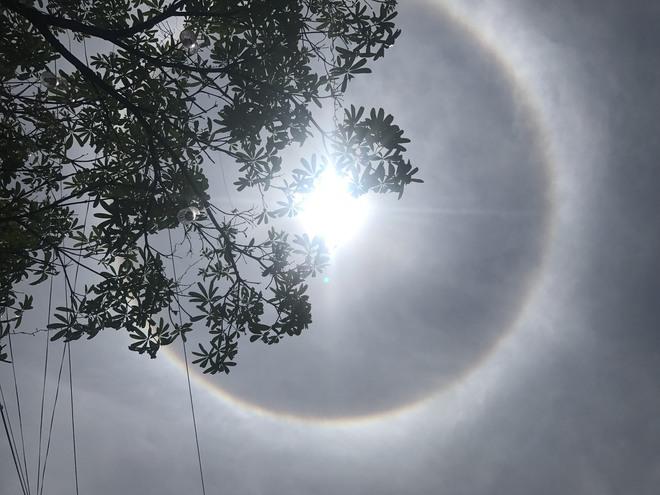 Xuất hiện quầng sáng kỳ lạ quanh Mặt trời tại Huế và Quảng Nam trong dịp Lễ Phật Đản - Ảnh 3.