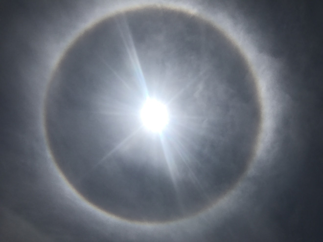 Xuất hiện quầng sáng kỳ lạ quanh Mặt trời tại Huế và Quảng Nam trong dịp Lễ Phật Đản - Ảnh 4.