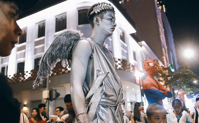 """Chuyện chưa kể về chàng thiên thần """"bất động"""" suốt 5 giờ đồng hồ vào đêm giao thừa ở Sài Gòn"""