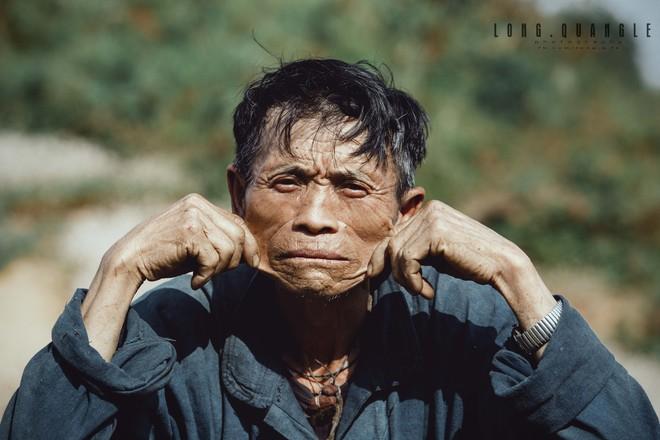 Ảnh ông cụ dân tộc khiến giới trẻ Việt rần rần chia sẻ - ảnh 4