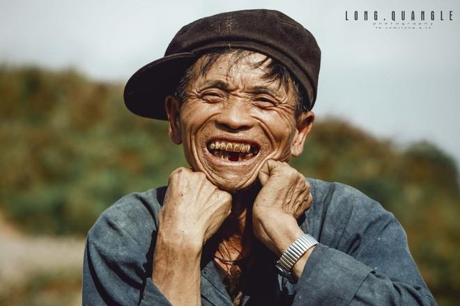 Ảnh ông cụ dân tộc khiến giới trẻ Việt rần rần chia sẻ - ảnh 3