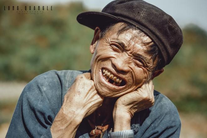 Ảnh ông cụ dân tộc khiến giới trẻ Việt rần rần chia sẻ - ảnh 1