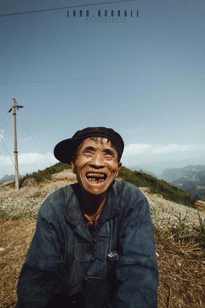 Ảnh ông cụ dân tộc khiến giới trẻ Việt rần rần chia sẻ - ảnh 6