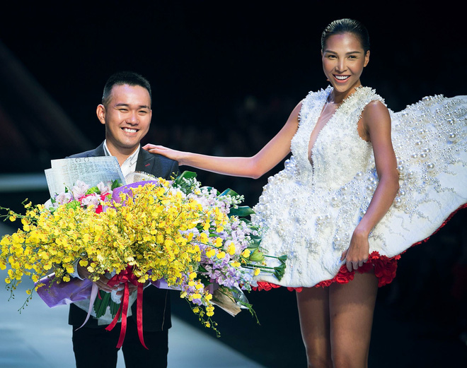 Thanh Hằng được mời làm vedette bộ sưu tập đẳng cấp của Lê Thanh Hòa - Ảnh 2.