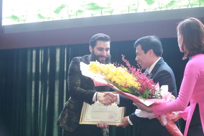 Đạo diễn phim Kong nói thêm lần nữa về tin bán nhà, sang Việt Nam sống - Ảnh 4.
