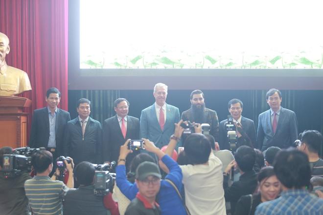 Đạo diễn phim Kong nói thêm lần nữa về tin bán nhà, sang Việt Nam sống - Ảnh 7.