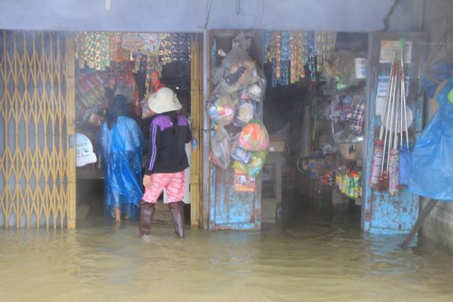 Mưa lớn, thủy điện xả lũ khiến Huế ngập nặng lần thứ 2 trong nửa tháng - Ảnh 6.