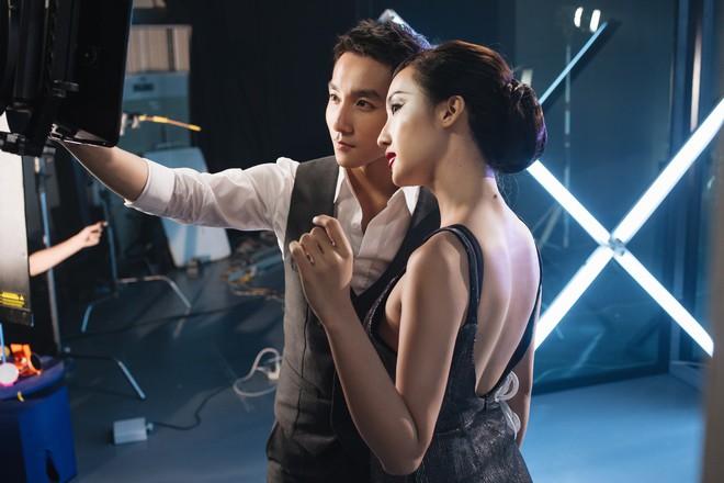 Sơn Tùng M-TP nắm tay mỹ nhân xinh đẹp khiến nhiều người tò mò - ảnh 5