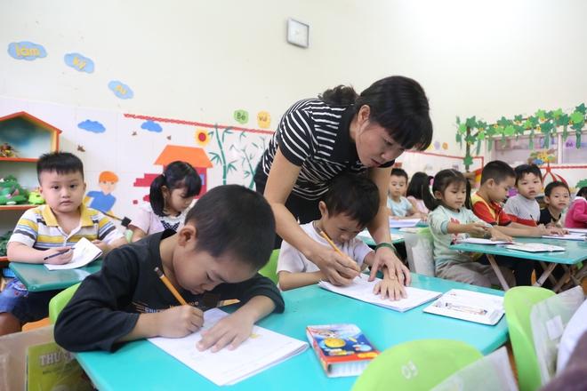 Những câu chuyện ít biết về nghề làm cô giáo mầm non - Ảnh 3.