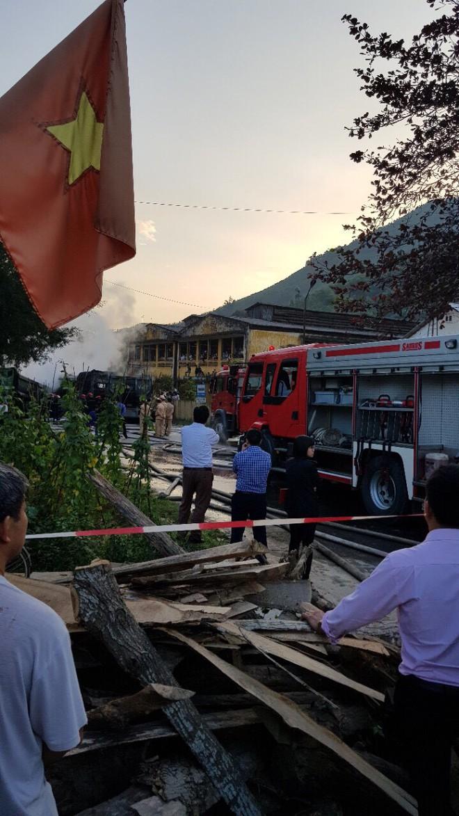Phú Thọ: 4 xe ô tô bốc cháy dữ dội sau vụ tai nạn liên hoàn - Ảnh 4.