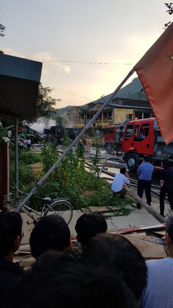 Phú Thọ: 4 xe ô tô bốc cháy dữ dội sau vụ tai nạn liên hoàn - Ảnh 3.