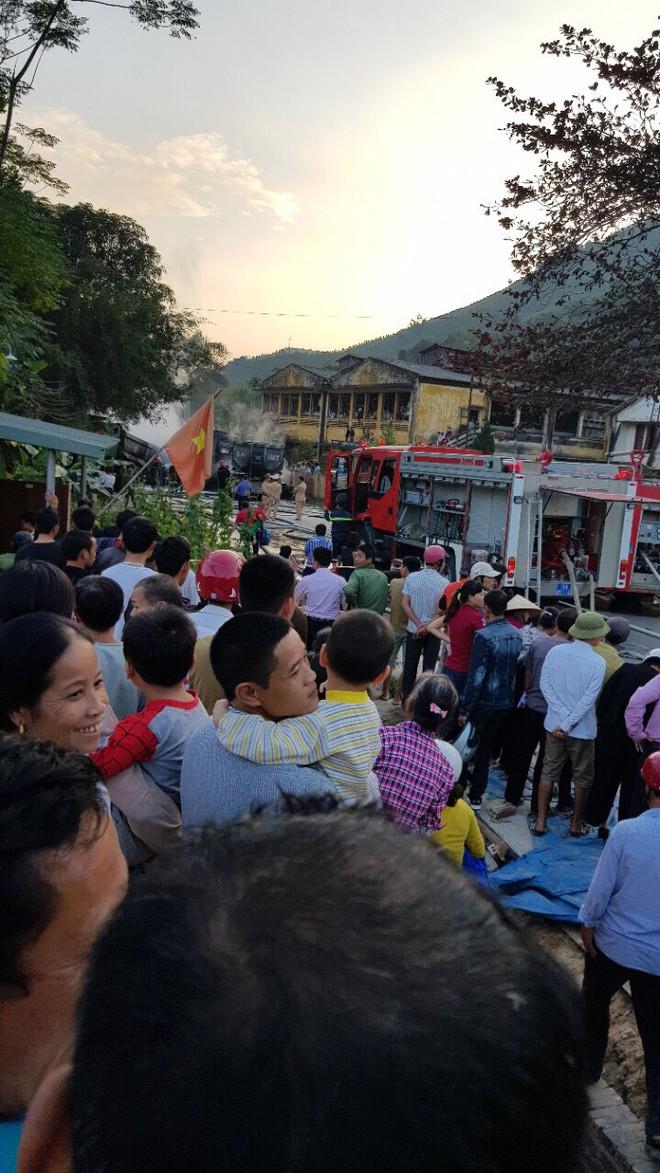 Phú Thọ: 4 xe ô tô bốc cháy dữ dội sau vụ tai nạn liên hoàn - Ảnh 2.