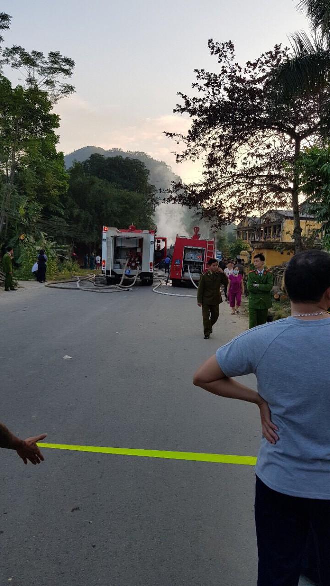 Phú Thọ: 4 xe ô tô bốc cháy dữ dội sau vụ tai nạn liên hoàn - Ảnh 5.