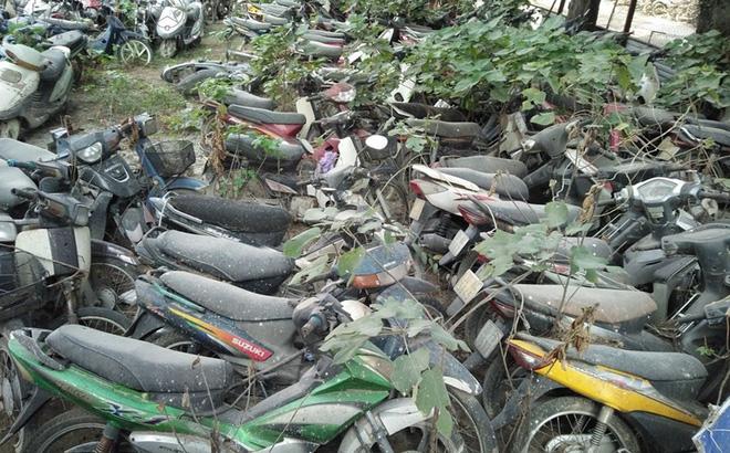 """Xót xa hàng nghìn ôtô, xe máy nằm """"no mưa no nắng"""" giữa lòng Hà Nội"""