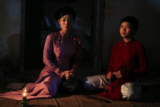 Phim Việt đang gây tranh cãi: Tôi ám ảnh với cảnh cô gái chửa hoang, bị cắt tóc bôi vôi và thả bè trôi sông - ảnh 2