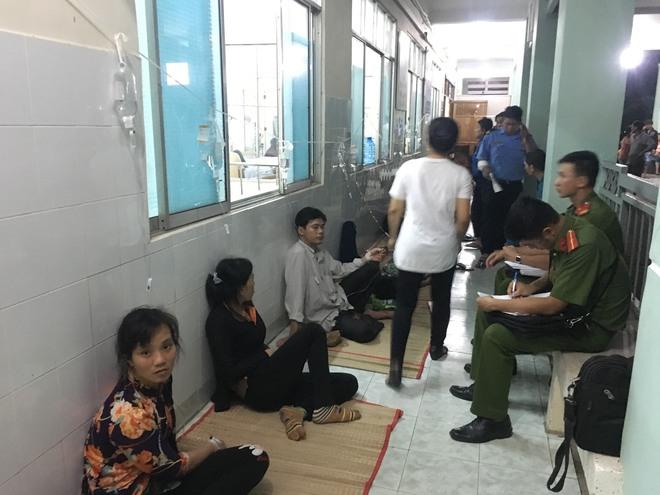 Hàng trăm công nhân đột ngột nôn ói, đau bụng, nhiều người bất tỉnh khi đến viện - Ảnh 3.