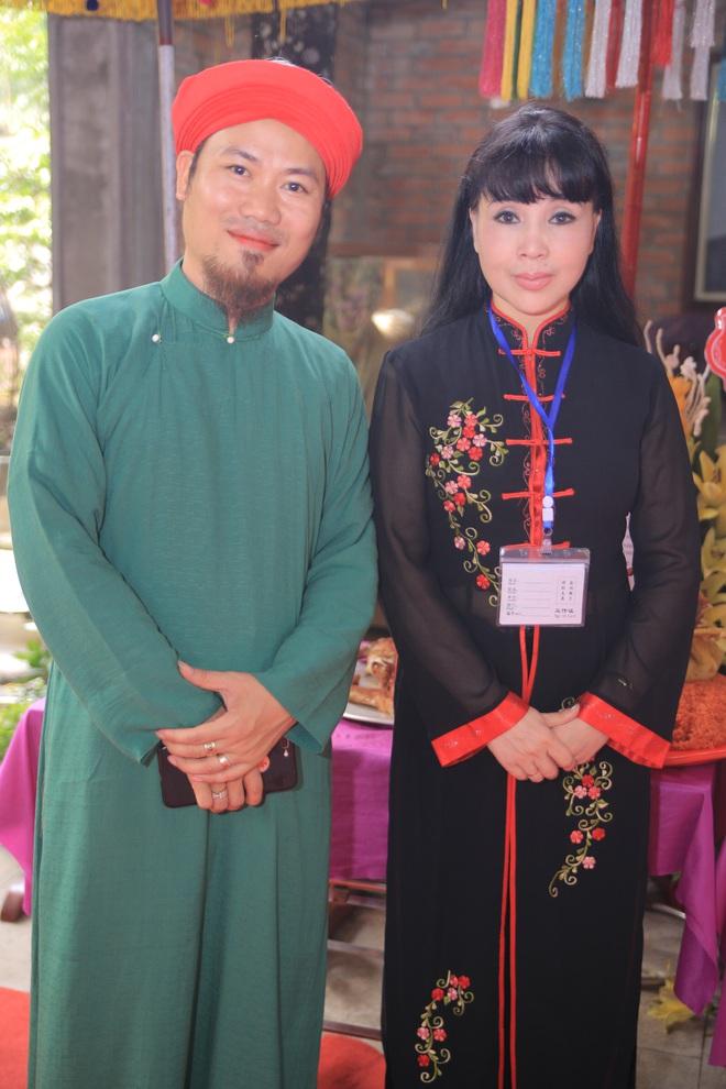 MC Thảo Vân bất ngờ thể hiện giọng hát trong Lễ giỗ Tổ nghề - Ảnh 2.