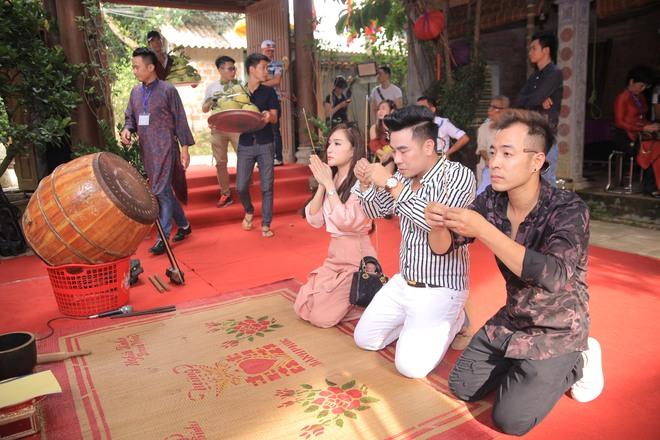 MC Thảo Vân bất ngờ thể hiện giọng hát trong Lễ giỗ Tổ nghề - Ảnh 4.