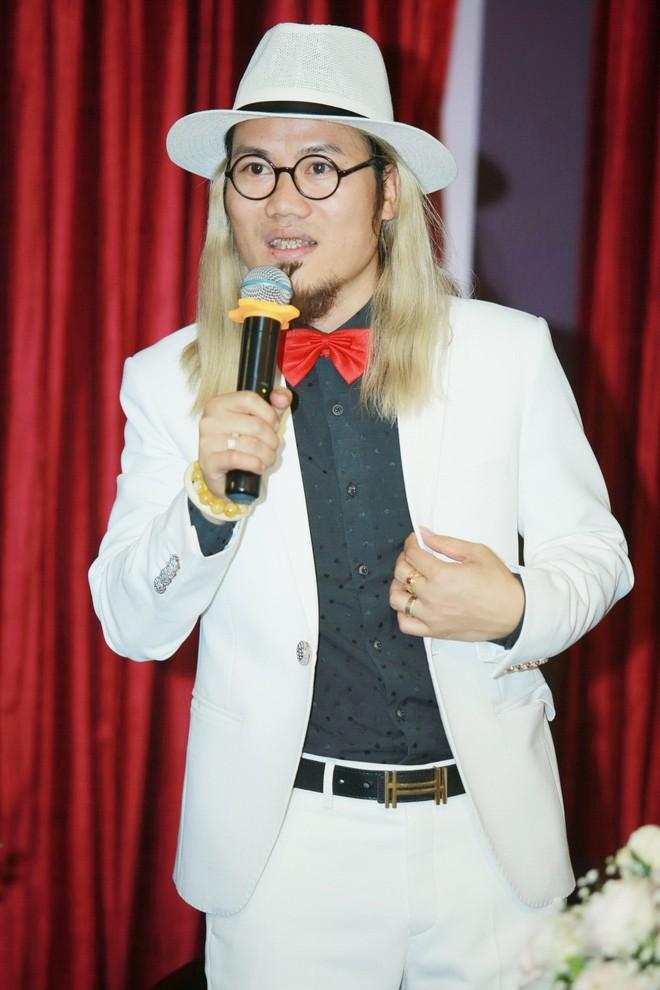 Ca sĩ Ngọc Sơn hủy show diễn châu Âu để tham gia chương trình hài Tết của Vượng Râu - Ảnh 1.