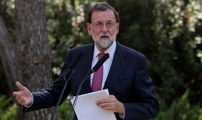 Tấn công khủng bố liên tiếp ở Tây Ban Nha: Rào chắn được dựng lên ở thủ đô Madrid - Ảnh 1.