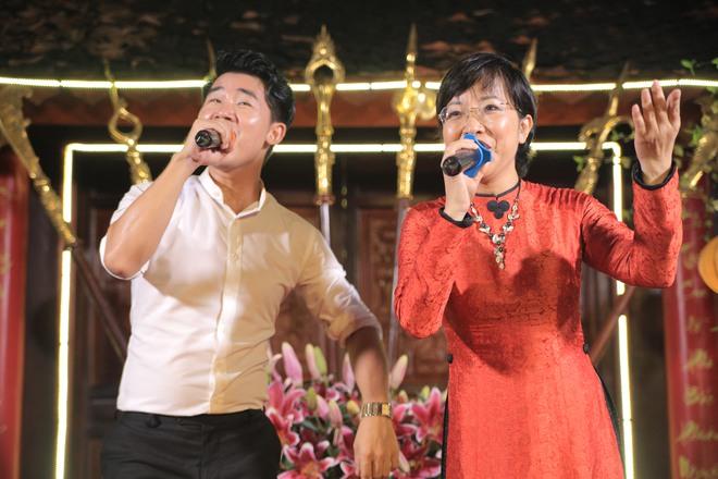 MC Thảo Vân bất ngờ thể hiện giọng hát trong Lễ giỗ Tổ nghề - Ảnh 13.