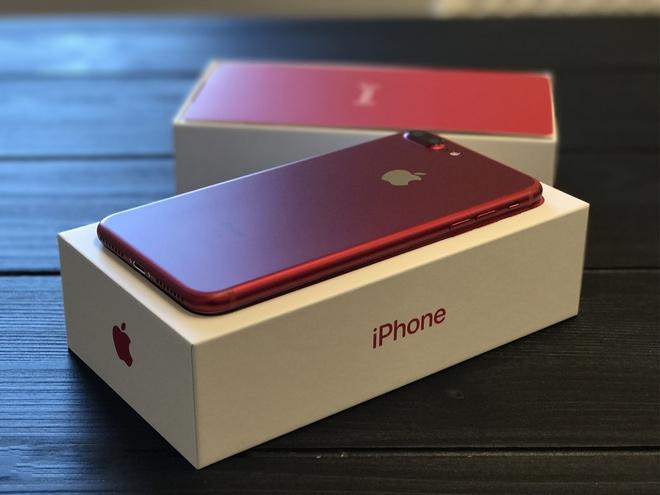 Số phận của chiếc iPhone đỏ sau khi Apple tung ra loạt sản phẩm mới - Ảnh 1.