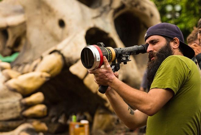 Khi không còn bộ râu rậm rạp, đạo diễn Kong đẹp trai thế này đây - Ảnh 11.