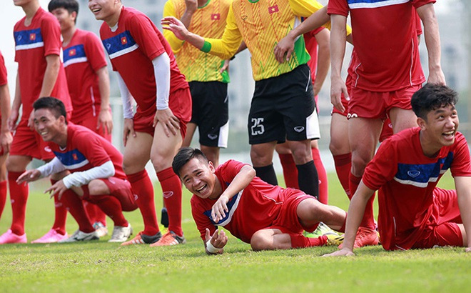 """U20 Việt Nam chơi kiên cường nhưng vẫn """"dính đòn"""" của đội bóng Đức"""