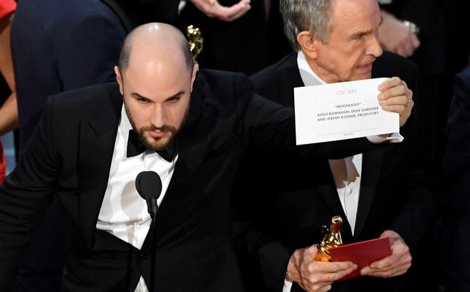 [Video] Khoảnh khắc Oscar bỗng thành trò cười như Hoa hậu Hoàn vũ!
