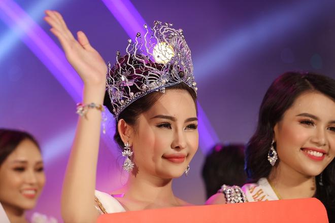 Tân Hoa hậu Đại dương 2017 thừa nhận từng phẫu thuật thẩm mỹ - Ảnh 1.
