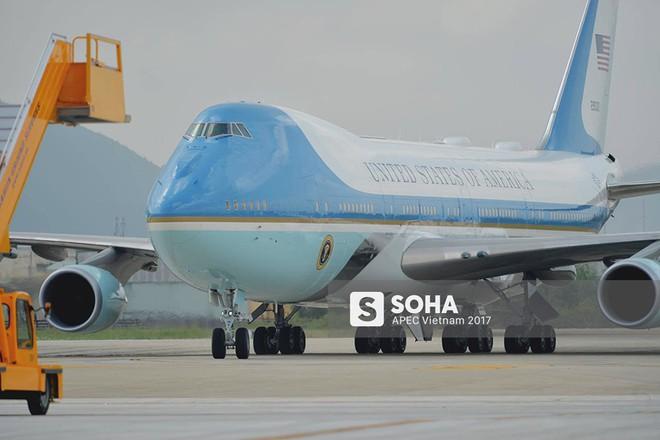 [CẬP NHẬT] Cờ Việt Nam nổi bật trên máy bay chở lãnh đạo Hàn Quốc, gương mặt mới của APEC - Ảnh 1.