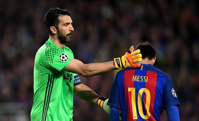 Khi Ronaldo gọi nhưng Messi không chịu trả lời - Ảnh 2.