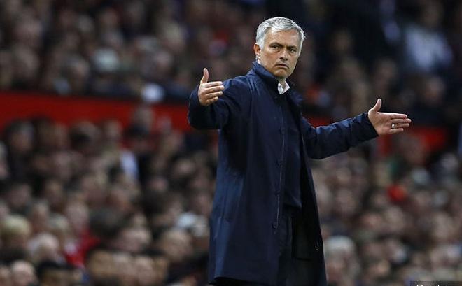 """Thêm bằng chứng cho thấy Mourinho """"yêu trẻ"""" đến thế nào"""