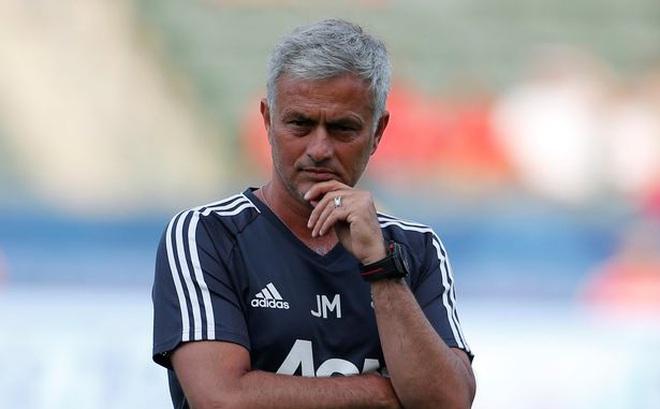 Mourinho gay gắt khi lần đầu tiên nhắc đến việc đưa Ronaldo về Man United
