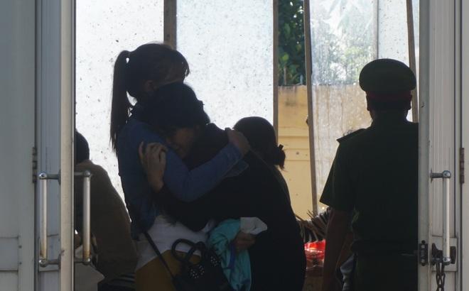 Mẹ tử tù Nguyễn Hải Dương khóc ngất khi nhìn thi thể con lần cuối