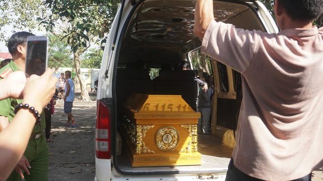 Mẹ tử tù Nguyễn Hải Dương khóc ngất khi nhìn thi thể con lần cuối - Ảnh 7.