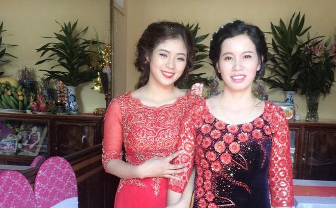 Lại thêm một bà mẹ U40 trẻ trung đến mức không thể phân biệt nổi khi đứng cạnh con gái